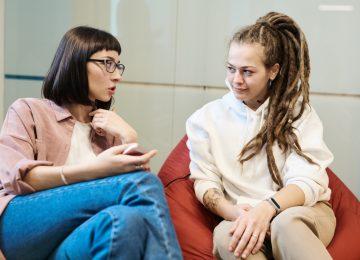 Omezení služby dospívajícím